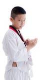 Muchacho joven que entrena a la acción del Taekwondo aislada Imagenes de archivo