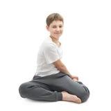 Muchacho joven que estira o que hace yoga Imagen de archivo libre de regalías