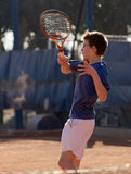 Muchacho joven que golpea la bola Imagen de archivo libre de regalías