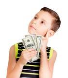 Muchacho joven que mira para arriba y que piensa qué comprar con el dinero Fotografía de archivo