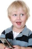 Muchacho joven que sostiene el teléfono móvil Fotos de archivo libres de regalías