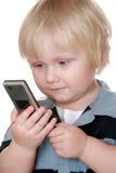 Muchacho joven que sostiene el teléfono móvil Fotografía de archivo libre de regalías