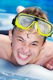 Muchacho juguetón en una piscina Imagen de archivo libre de regalías
