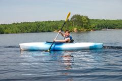 Muchacho kayaking Foto de archivo libre de regalías