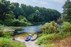 Muchacho kayaking en el río Imagen de archivo libre de regalías