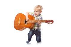 Muchacho lindo con la guitarra clásica Fotos de archivo