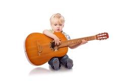 Muchacho lindo con la guitarra clásica Fotografía de archivo libre de regalías