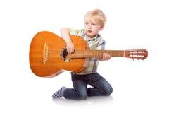 Muchacho lindo con la guitarra clásica Imagen de archivo