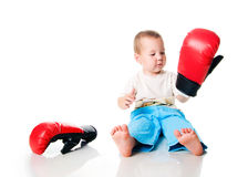 Muchacho lindo con los guantes de boxeo Foto de archivo libre de regalías
