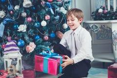 Muchacho lindo de la Navidad foto de archivo