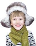 Muchacho lindo de risa en casquillo del invierno Fotos de archivo