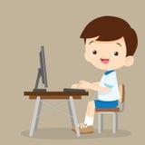 Muchacho lindo del estudiante que trabaja con el ordenador stock de ilustración