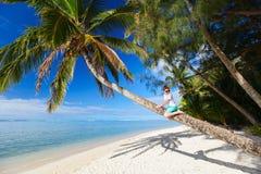 Muchacho lindo el vacaciones de la playa Imagen de archivo libre de regalías