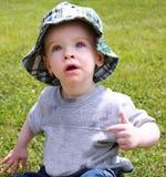 Muchacho lindo en el sombrero de Sun imagen de archivo