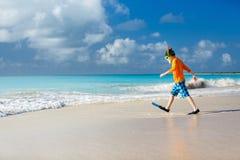 Muchacho lindo en la playa Foto de archivo