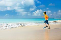Muchacho lindo en la playa Foto de archivo libre de regalías