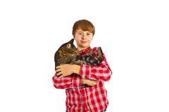 Muchacho lindo que abraza su gato Imágenes de archivo libres de regalías