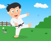 Muchacho lindo que juega a karate en el parque Imagen de archivo