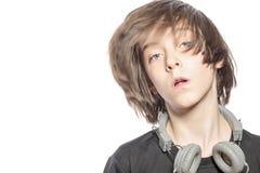 Muchacho móvil del adolescente con los auriculares Imágenes de archivo libres de regalías
