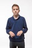 Muchacho moreno del inconformista del adolescente del actor en gafas de sol Foto de archivo