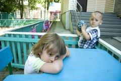 Muchacho, muchacha y bola Fotos de archivo libres de regalías