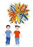 Muchacho, muchacha y lápices coloreados Fotos de archivo libres de regalías