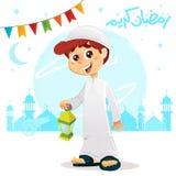 Muchacho musulmán árabe que celebra el Ramadán