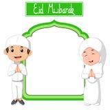 Muchacho musulmán y muchacha que celebran el Ramadán