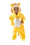 Muchacho negro del niño, vestido en el traje del carnaval del león, aislado en el fondo blanco Zodiaco del bebé - muestra Leo Fotografía de archivo libre de regalías