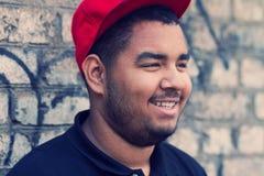 Muchacho negro joven amistoso sonriente Fotografía de archivo