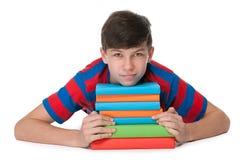 Muchacho pensativo del adolescente con los libros Fotografía de archivo