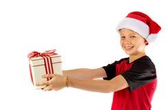 muchacho Pre-adolescente con un regalo de la Navidad Fotografía de archivo