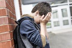 Muchacho pre adolescente infeliz en la escuela Fotos de archivo libres de regalías