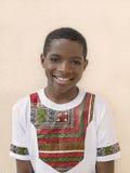 Muchacho precioso que lleva una camiseta ghanesa del estilo, diez años Fotos de archivo libres de regalías
