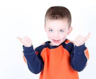 Muchacho preescolar joven de la edad con los pulgares para arriba Fotografía de archivo libre de regalías