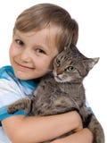 Muchacho que abraza el gato fotografía de archivo libre de regalías