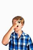 Muchacho que cepilla su pelo Fotografía de archivo