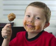 Muchacho que come el chocolate Imagen de archivo libre de regalías