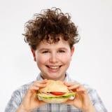 Muchacho que come el emparedado grande Imagen de archivo