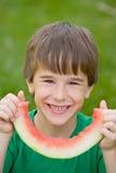 Muchacho que come la sandía Foto de archivo libre de regalías