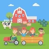 Muchacho que conduce un tractor con sus amigos en remolque Imágenes de archivo libres de regalías