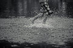 Muchacho que corre en el agua Imágenes de archivo libres de regalías