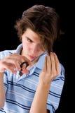 Muchacho que corta su pelo Foto de archivo libre de regalías