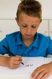 Muchacho que escribe el alfabeto de ABC Foto de archivo