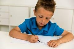 Muchacho que escribe el alfabeto de ABC Foto de archivo libre de regalías