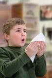 Muchacho que estornuda Imágenes de archivo libres de regalías