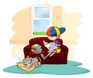 Muchacho que estudia dentro de la casa Foto de archivo libre de regalías