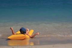 Muchacho que goza del mar Foto de archivo libre de regalías