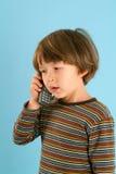 Muchacho que habla en un teléfono móvil Imagen de archivo