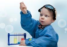 Pequeño niño - el químico Fotografía de archivo